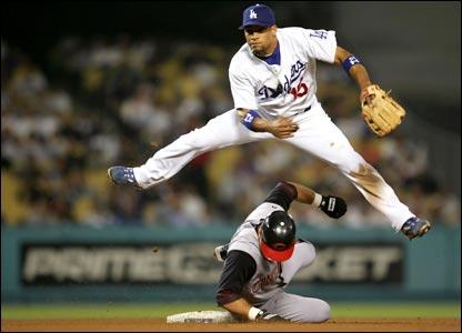 http://eslpod.com/eslpod_blog/wp-content/uploads/2008/01/baseball.jpg
